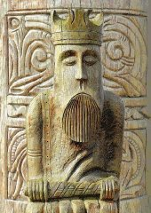uig-chessman-king-with-rear-design-background-proof