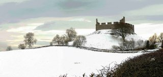 hume-castlie-in-snow-scottish-borders_1